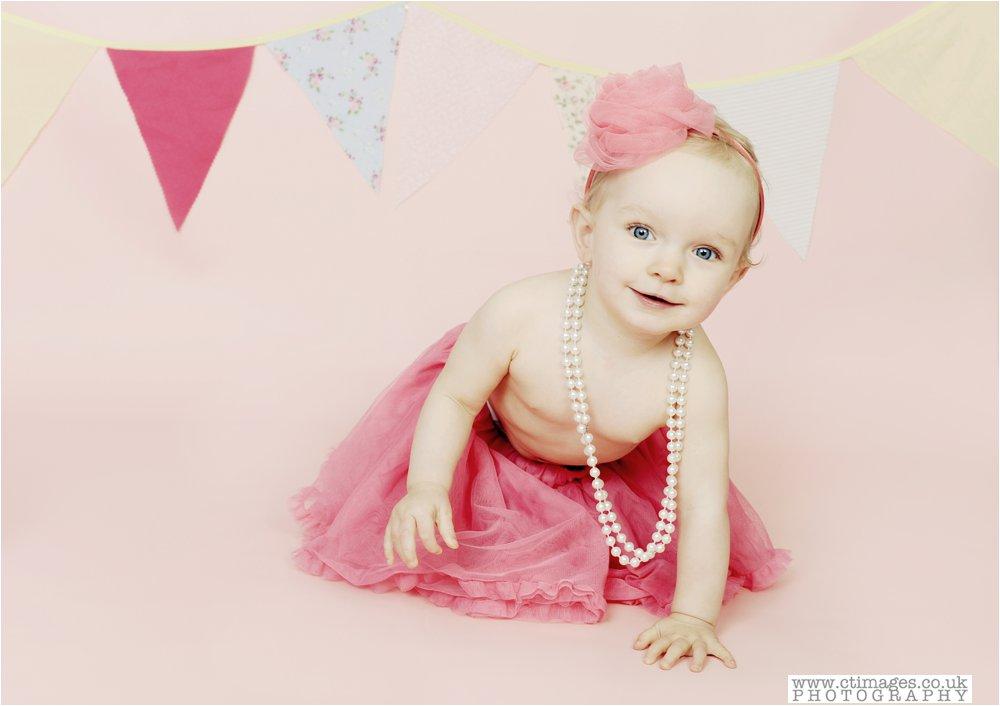 cake-smash-manchester-photos-baby-photography-cake-smash-portraits_0002.jpg
