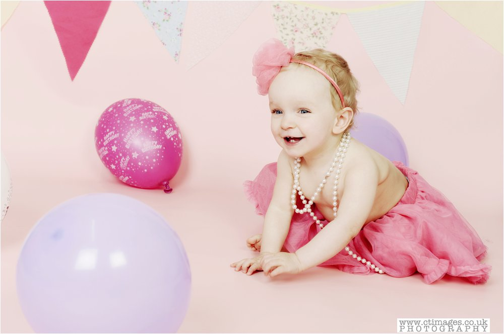 cake-smash-manchester-photos-baby-photography-cake-smash-portraits_0006.jpg