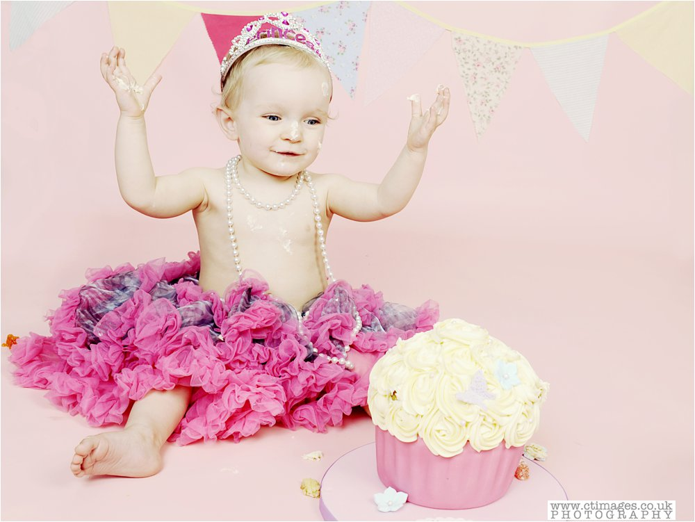 cake-smash-manchester-photos-baby-photography-cake-smash-portraits_0008.jpg