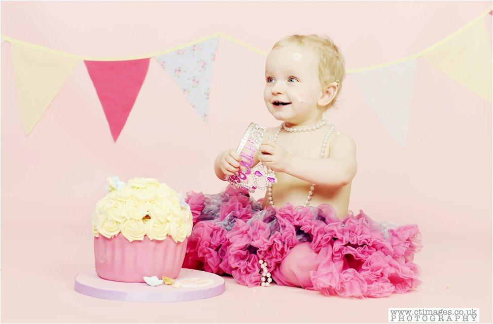 cake-smash-manchester-photos-baby-photography-cake-smash-portraits_0010