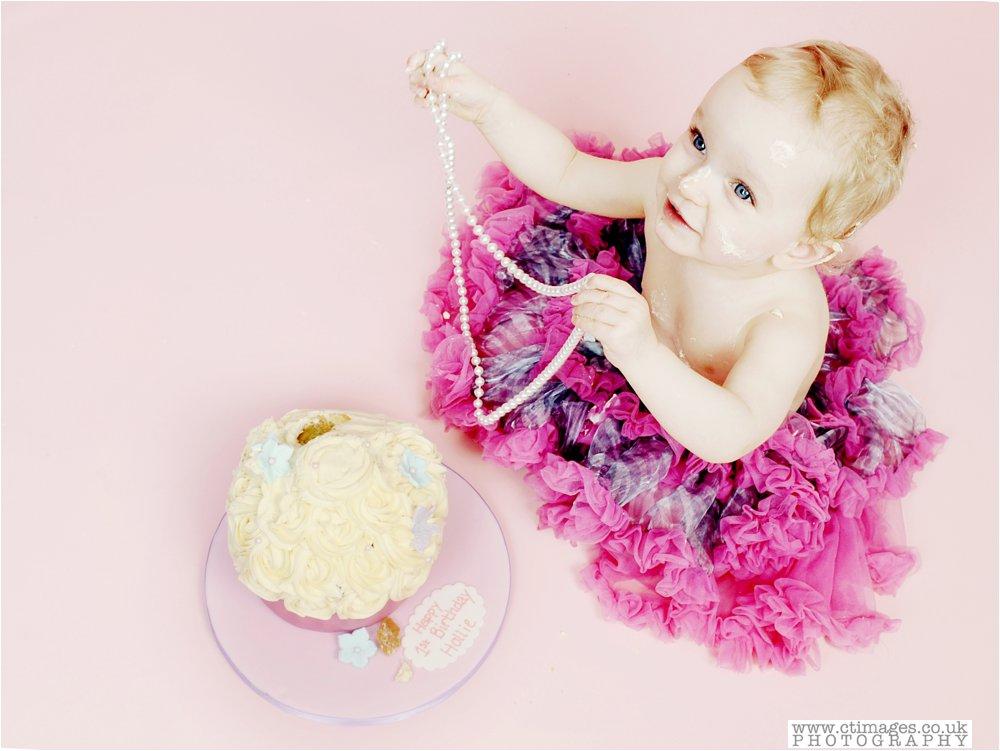 cake-smash-manchester-photos-baby-photography-cake-smash-portraits_0013.jpg